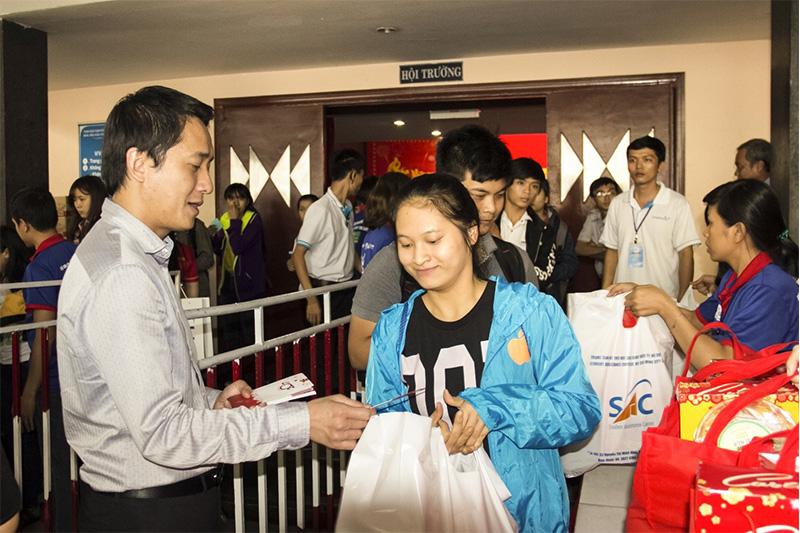 Tiến Phát Corp đồng hành cùng Sinh viên đón Tết xa nhà 2017 2