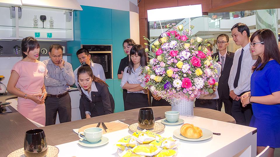 Tiến Phát tham quan Showroom của thương hiệu bếp Mobalpa 3