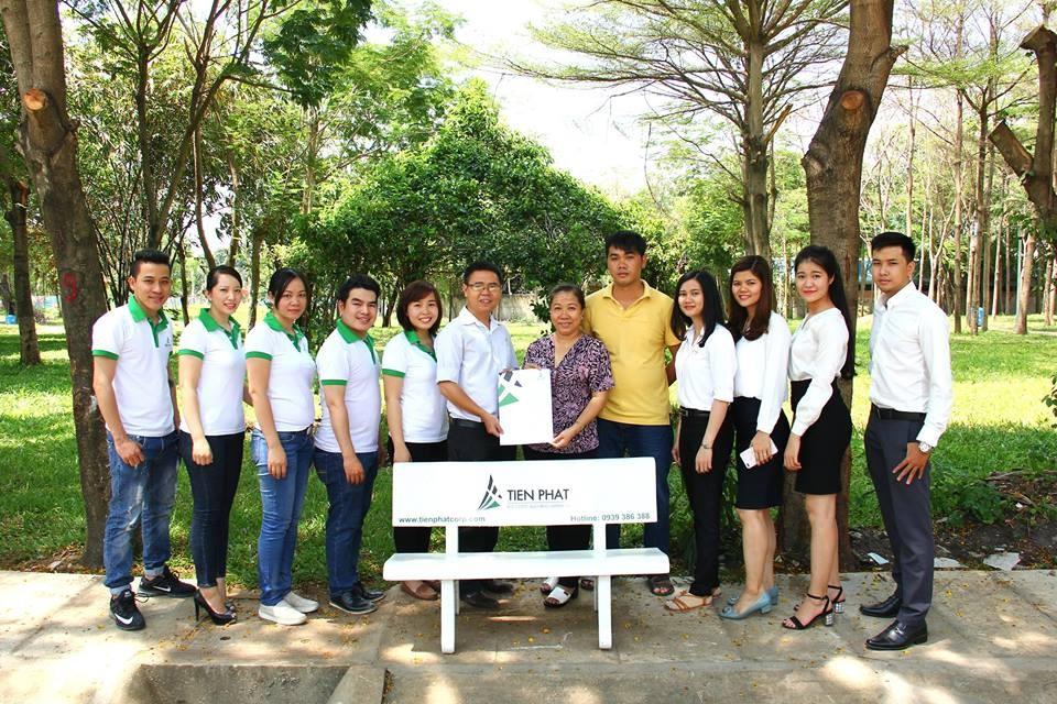 Tiến Phát Corp tặng ghế đá cho Công viên Hồ Khánh Hội, Q.4 4
