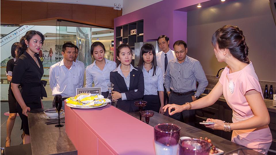 Tiến Phát tham quan Showroom của thương hiệu bếp Mobalpa 1