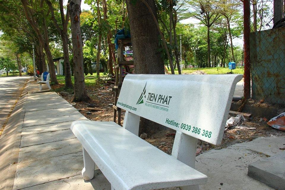 Tiến Phát Corp tặng ghế đá cho Công viên Hồ Khánh Hội, Q.4 3