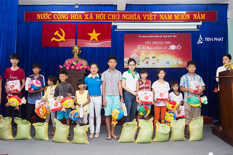 Tiến Phát Corp. từ thiện trung thu tại huyện Bình Chánh 4